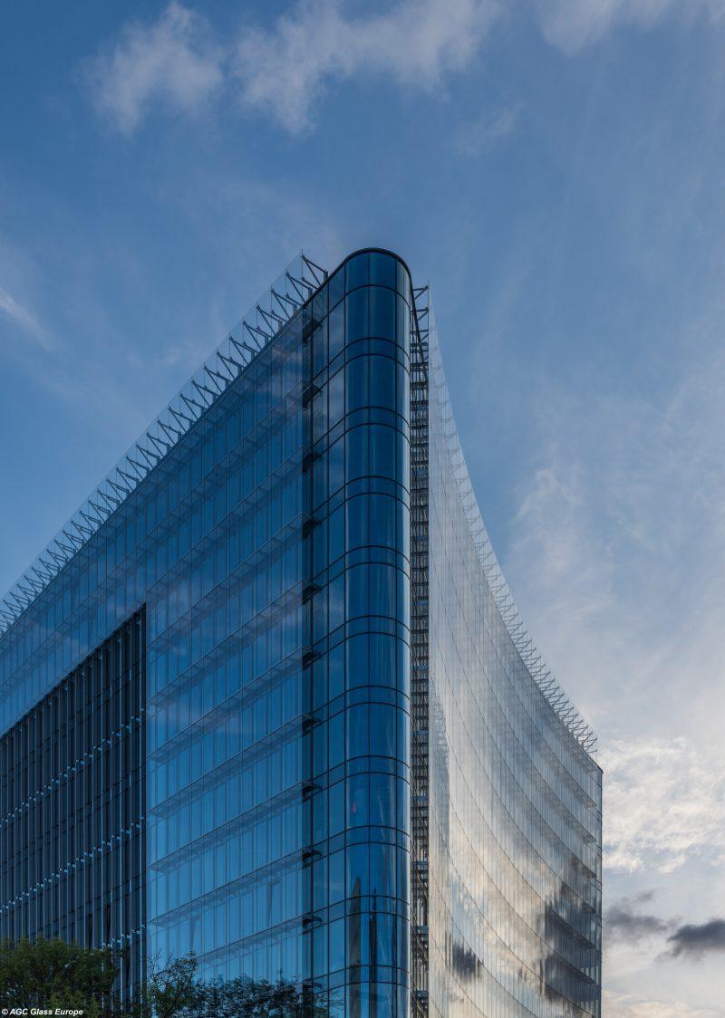 AGC per la trasformazione architettonica del Carbon Tower